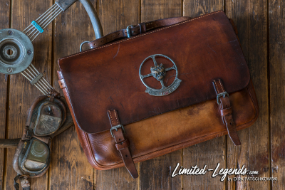 Tasche mit Original Jaguar Emblem / Limited-Legends © Dirk Patschkowski