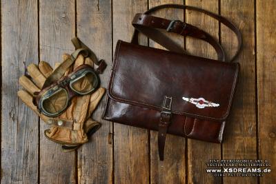Tasche mit Original Lagonda Emblem / Limited-Legends © Dirk Patschkowski