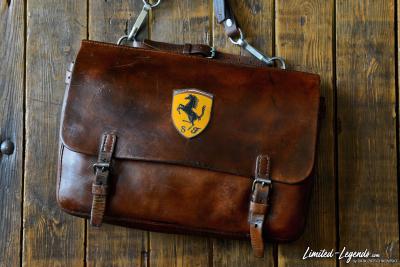 Tasche mit Ferrari Emblem / extrem selten / Emailliert Limited-Legends © Dirk Patschkowski