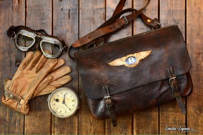 Tasche mit Original Bentley (GOLD) Emblem / / Limited-Legends © Dirk Patschkowski