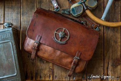 Tasche mit Original Jaguar Emblem / Preis folgt / Limited-Legends © Dirk Patschkowski