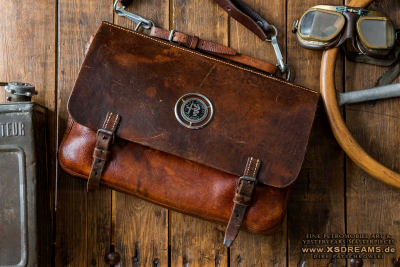 Tasche mit Original Alfa Emblem / sehr selten / Limited-Legends © Dirk Patschkowski